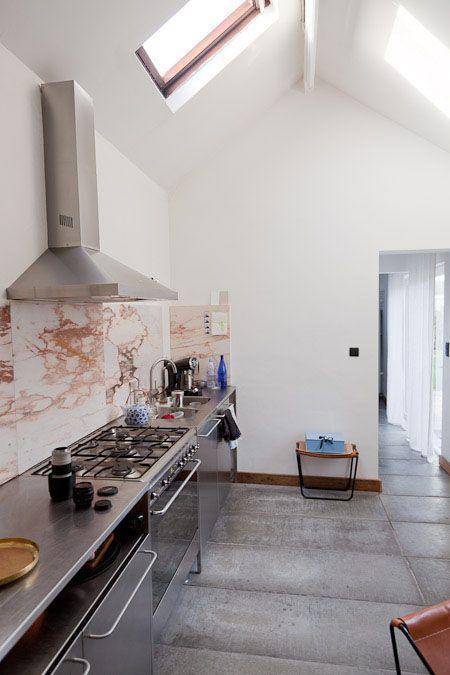 Reforma #cocina con muebles de acero inoxidable, frente de mármol ...