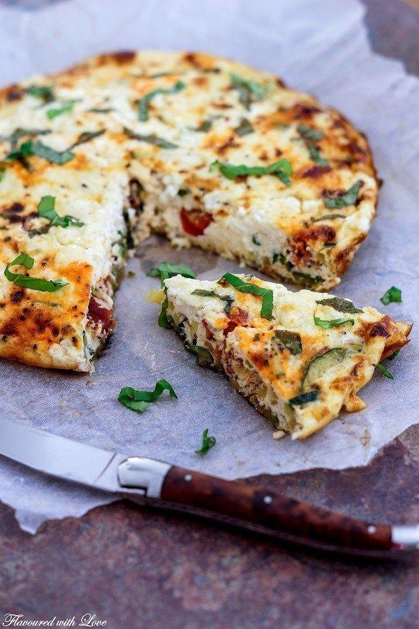 Zucchini-Frittata mit Chorizo und Feta