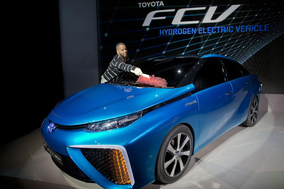 Toyota bumps up hydrogenpowered car in US to 2015