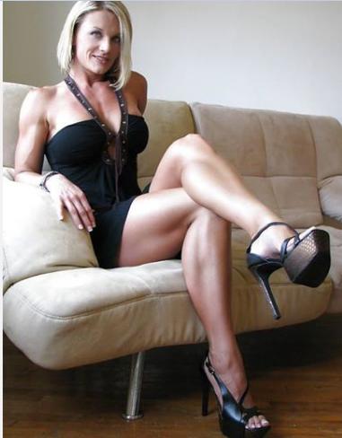 hot-leg-porn-woman-in-the-street-erotic