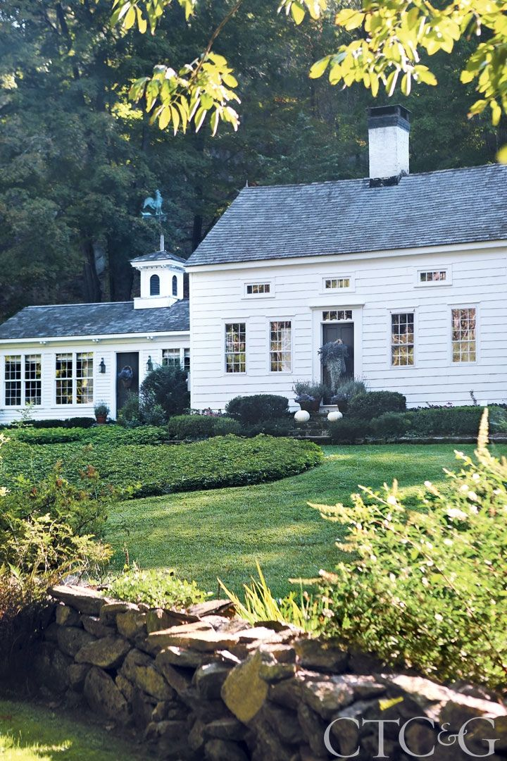 Tour an 18th century newtown saltbox exterior saltbox - Connecticut cottages and gardens ...