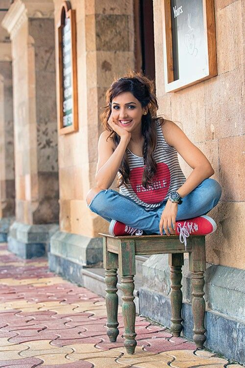 Beautiful Neeti Mohan Wallpaper Pictures Photoshoot Pics Style