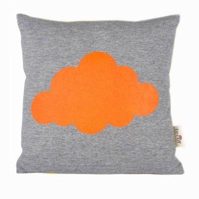 Cloud pute fra Ferm Living. Kul pute med skyer, produsert av 100 % bomull og stopping i fjær og...