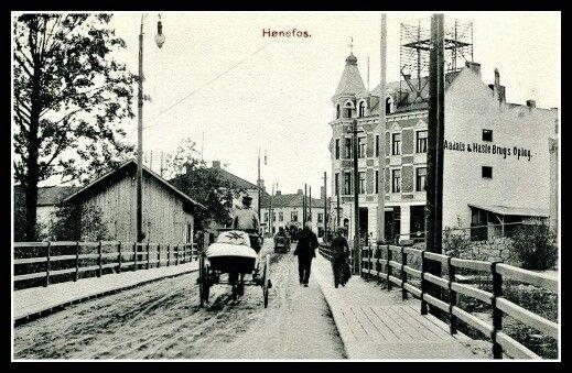 Buskerud fylke Ringerike kommune Hønefoss tidlig 1900-tall. Aadals & Hasle Brugs Oplag til høyre på bildet