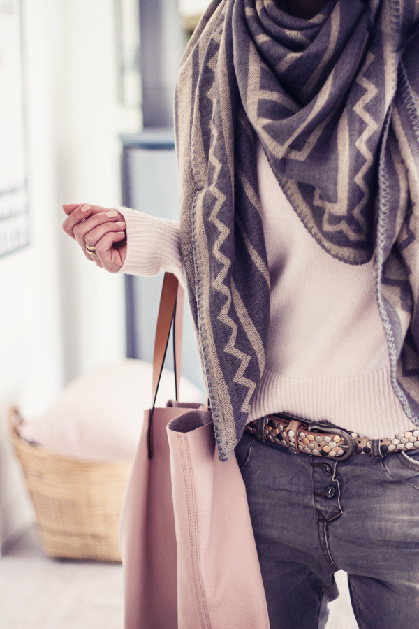 54714b9ceb4 15 Chic and Creative Ways to Tie a Scarf | Clothes (outfits ...