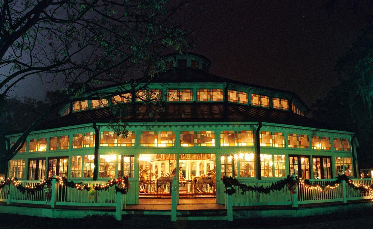 Christmas Under The Oaks.Celebration Under The Oaks The Carousel Carousel