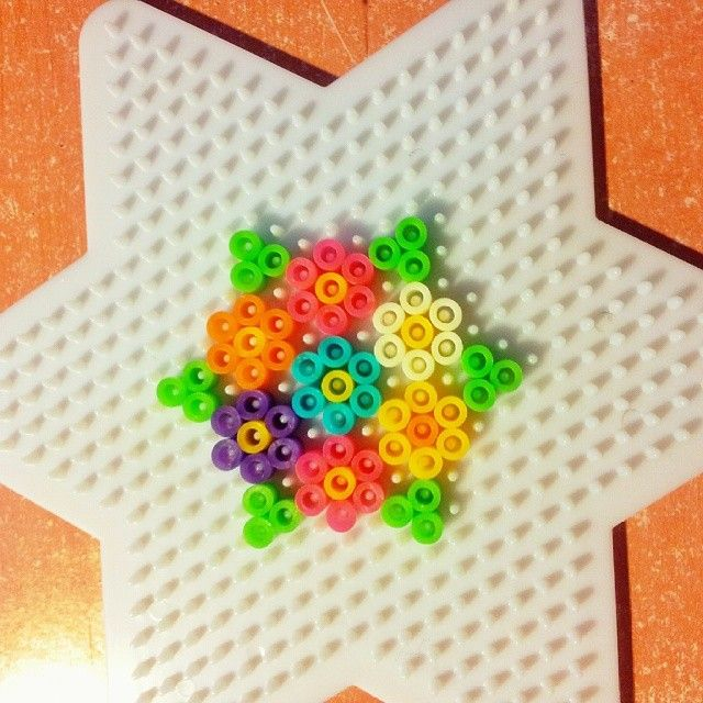 Hama Bead Flower Keychain By Paulykaa This Is So Pretty Perl Cool Perler Bead Flower Patterns