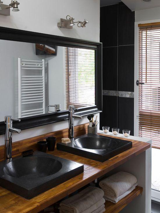 Idée de décoration pour une salle de bain design de taille moyenne
