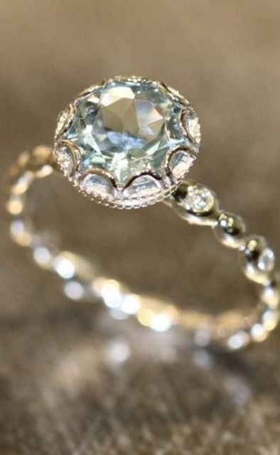 24 pretty engagement rings under $1,000, including this unique aquamarine beauty