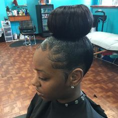 Hand Made Bun No Donut Detroitstylist Bun Hairstyles Donut Bun Hairstyles Edges Hair