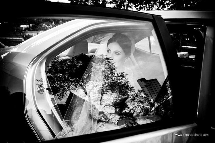 http://www.noivasdobrasil.com.br/casamentos-reais/casamento-juliana-e-gabriel-casamento-sta-cruz-do-rio-pardo-sp/