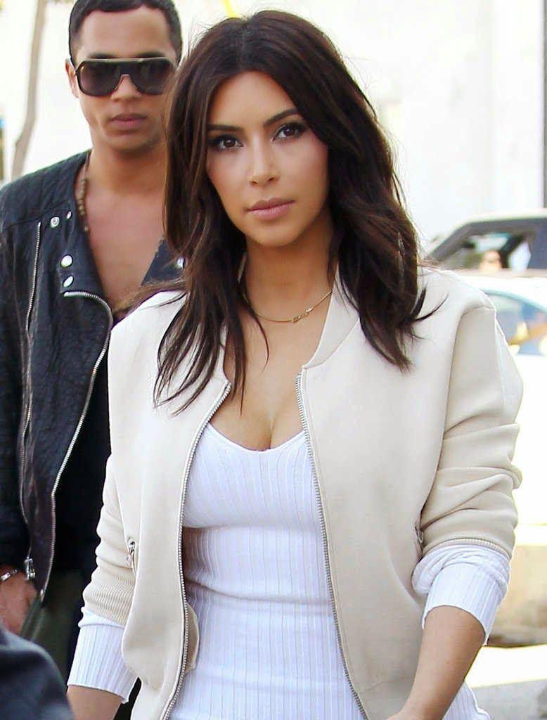 Makeup Lessons From Kim Kardashian S Signature Look Kim Kardashian Hair Medium Hair Styles Kim Kardashian Haircut