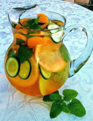 Ingredients per 8 oz serving  Water 8 oz 1 slice grapefruit 1 tangerine ½ cucumber, sliced 2 peppermint leaves Ice – as much as you like  Directions Wash grapefruit, tangerine cucumber and peppermint leaves. Slice cucumber, grapefruit and tangerine (or peel). Combine all ingredients (fruits, vegetables, 8 oz water, and ice) into a large pitcher.