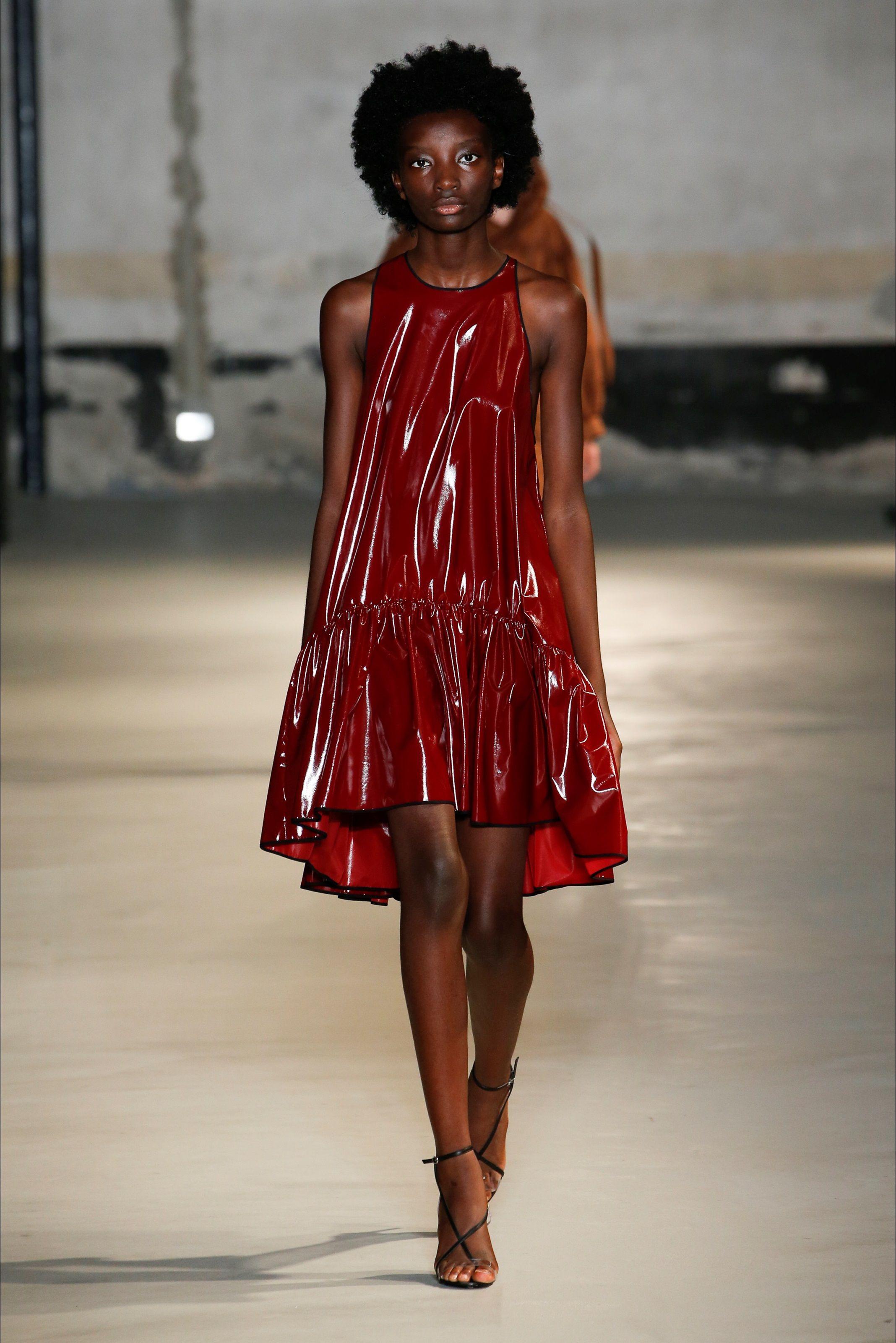 55efe0afe5 Sfilata N°21 Milano - Collezioni Primavera Estate 2019 - Vogue | On ...