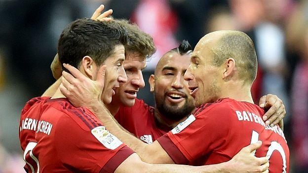 Los camerinos del Bayern Munich están tensos, no por los resultados deportivos pero sí por algunos celos entre los cracks. Y eso, debido a que Arjen Robben y el polaco Robert Lewandowski están más que distanciados. Incluso, medios alemanes tildan su relación como una 'guerra'. Pero ¿qué es lo que sucede en ambos jugadores? Noviembre 26, 2015.