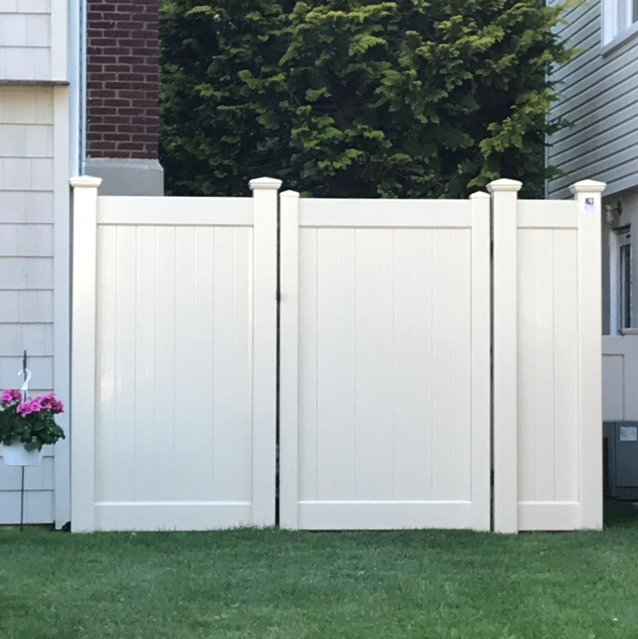 6 Tan Infinity Solid Pvc Fences And An Internal Double