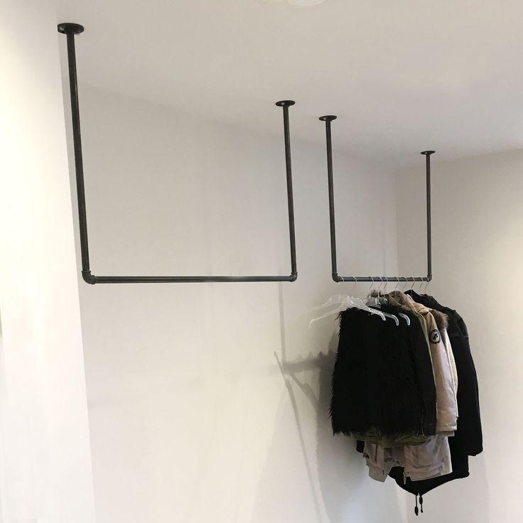 Kleiderstange von der Decke – platzsparender Kleiderschrank für die schmale H…,  #Decke #De…