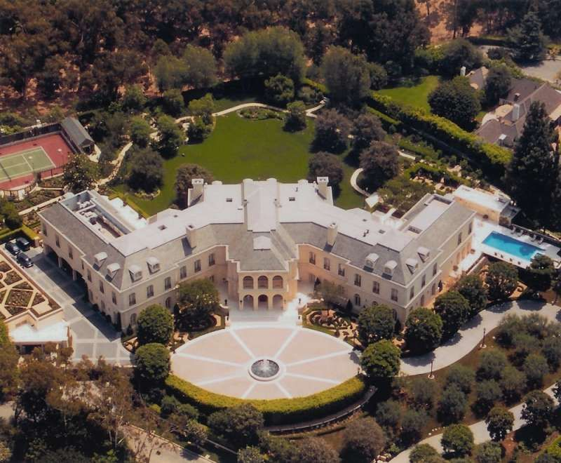 Aaron Spelling House The Manor is a French chateau-style mansion ...