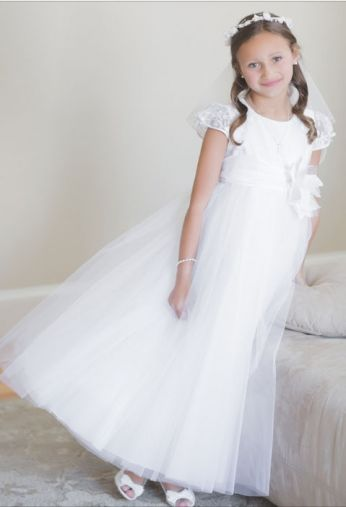 c8c524c2d0 sukieneczka komunijna z koronką i tiulem tutu. Tego Pina i nie tylko  znajdziesz na tablicy Sukienki komunijne - communion dress ...