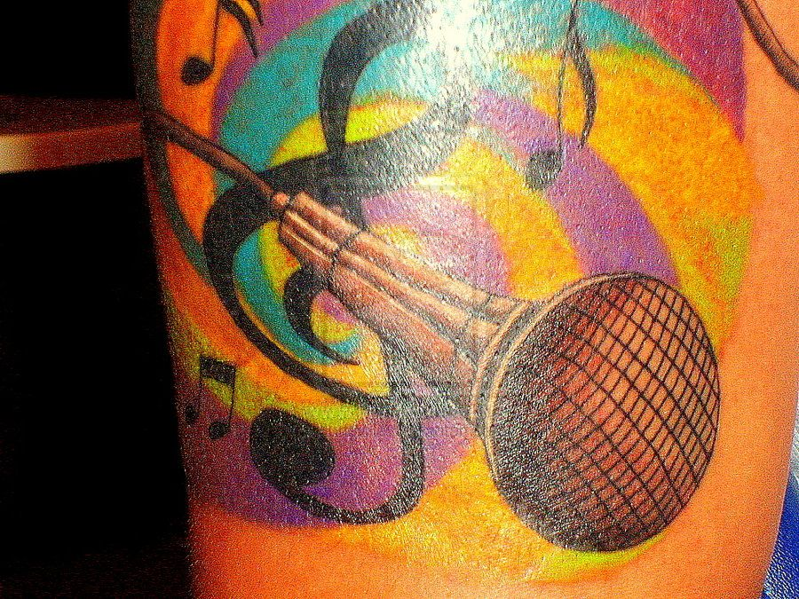 microphone tattoo!!  cogiendo ideas XD