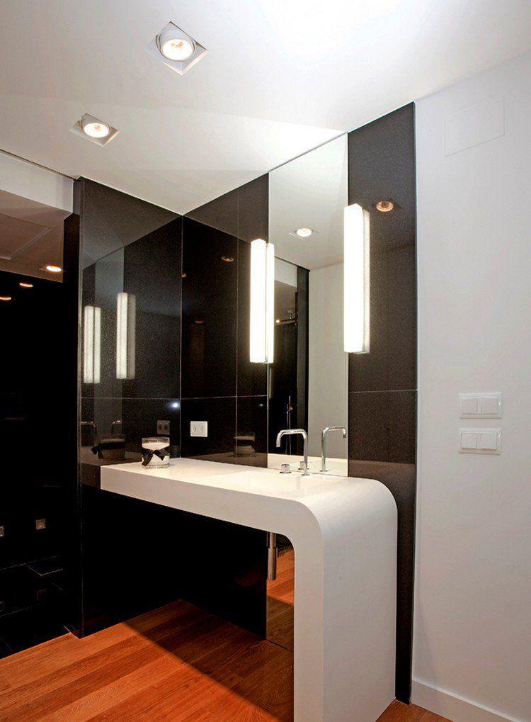 salle de bain noir et bois avec plan lavabo en blanc neige, sol en