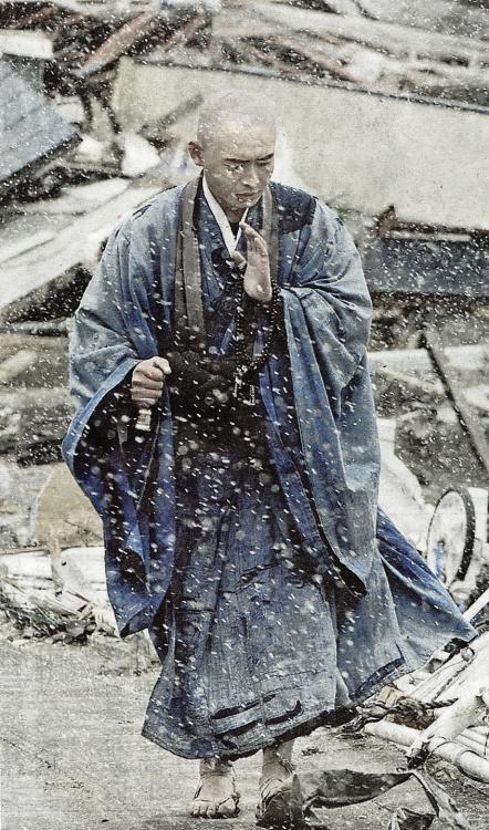 20 | GRAPHIC CONTENT Buddhist monks prepare the bodies of