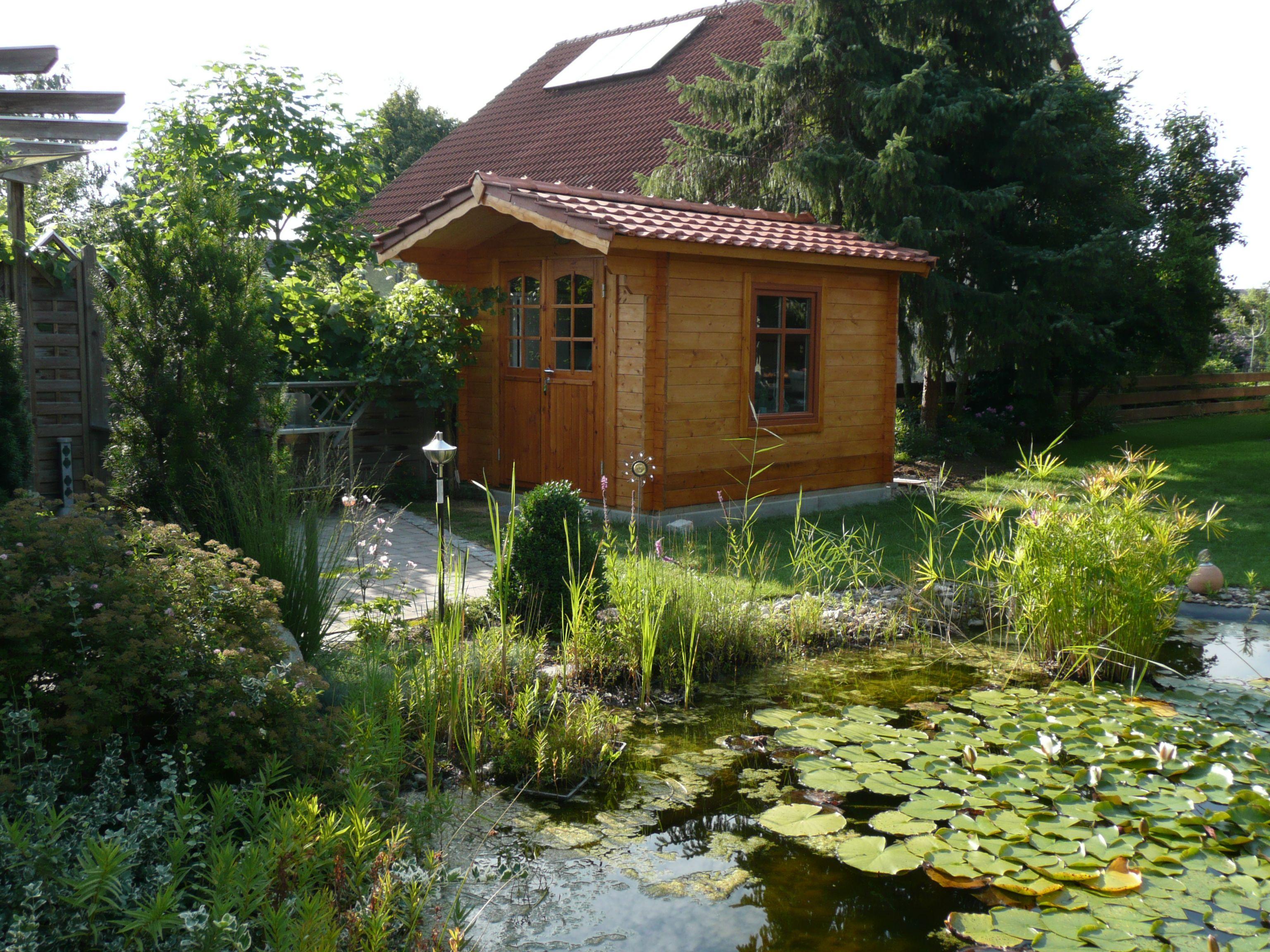 Ein süßer Garten mit Gartenhaus und Teich. http://.gartenhaus