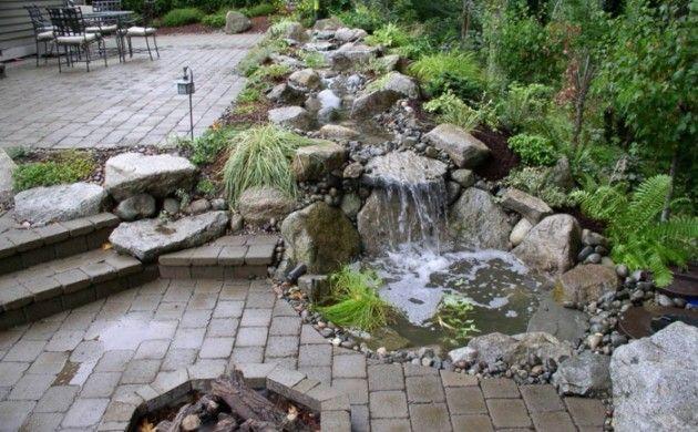 Wasserfall Im Garten Selber Bauen 99 Ideen Wie Sie Die Harmonie Der Natur Geniessen Wasserfall Garten Hinterhof Pflanzen Garten Bepflanzen