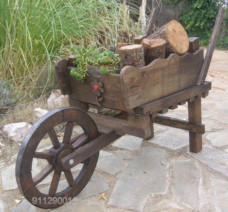 Carretilla de madera rustica para decorar jardines for Carretillas de madera para jardin