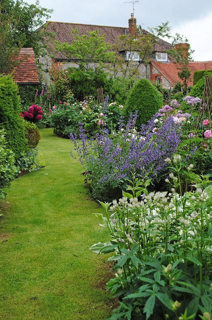 West Sussex Village Amberley Open Gardens So Pretty By Mark Wordy On Flickr Cottage Garden English Cottage Garden Beautiful Gardens
