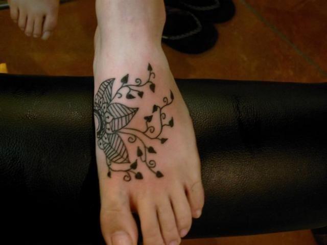 نقش حنا ناعم للقدم نقش حنا للقدم Henna يباب كوم Henna Henna Body Art Henna Designs