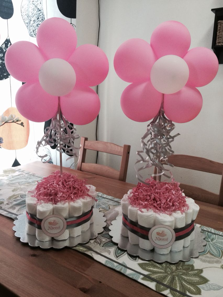 Diaper Cake With Flower Balloons As Table Centerpieces Baby Shower Balloons Diy Baby Shower Centerpieces Diaper Cakes Girl