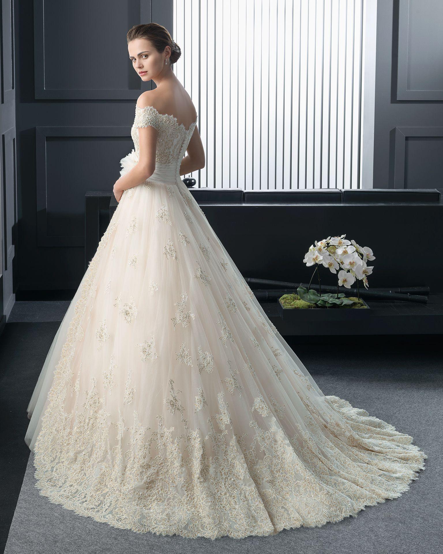 Off the shoulder bohemian wedding dress  Rosa ClaràRosil back Abito di pizzo strass e tulle con fiore