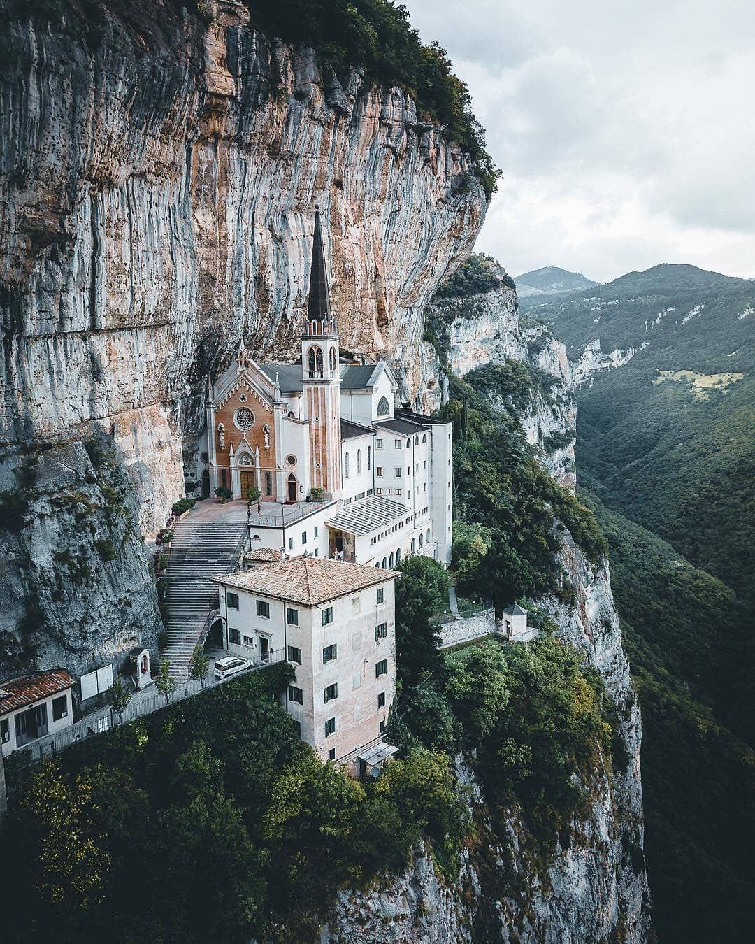 Maonna De La Corona Italia Beautiful Places Places Visit Italy
