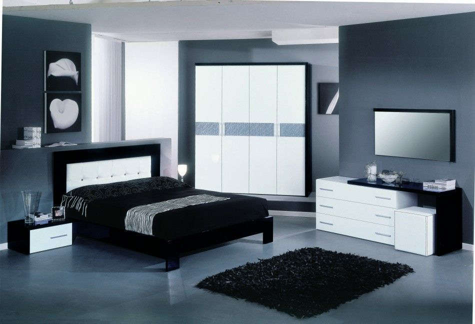 Attrayant Dramatic Color Palette Bedroom With Moon Italian Modern Bed