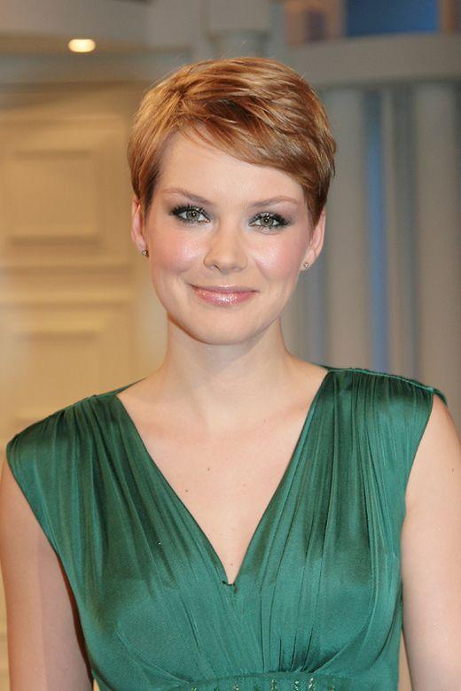 Andrea Osvárt, short hair