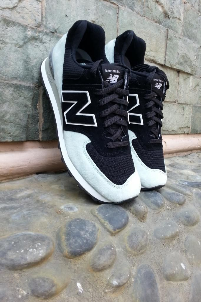 new balance 574 black and white on feet