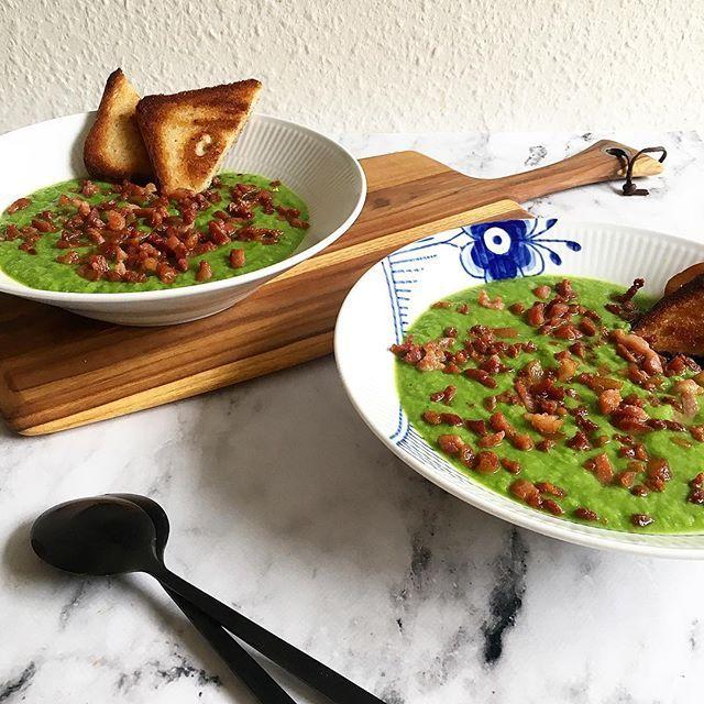 Ærtesuppe på en regnfuld dag 🌧 Med inspiration fra @valdemarsro_dk 😍👌🏼 ärtsoppa broccolisoppa bacon kalkonbacon rågbröd