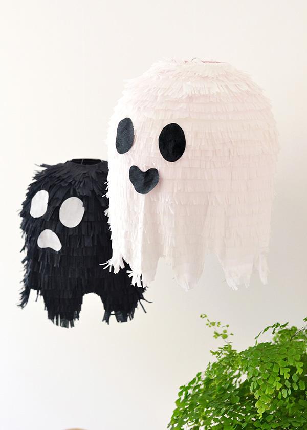 17 Halloween Games for Kids #deguisementfantomeenfant 17 Halloween Games for Kids - Lolly Jane #deguisementfantomeenfant
