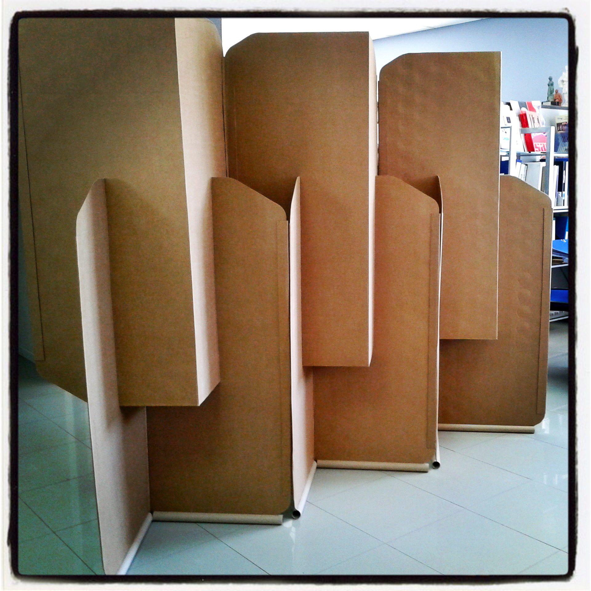 Biombos en carton buscar con google exposiciones y - Biombo de carton ...
