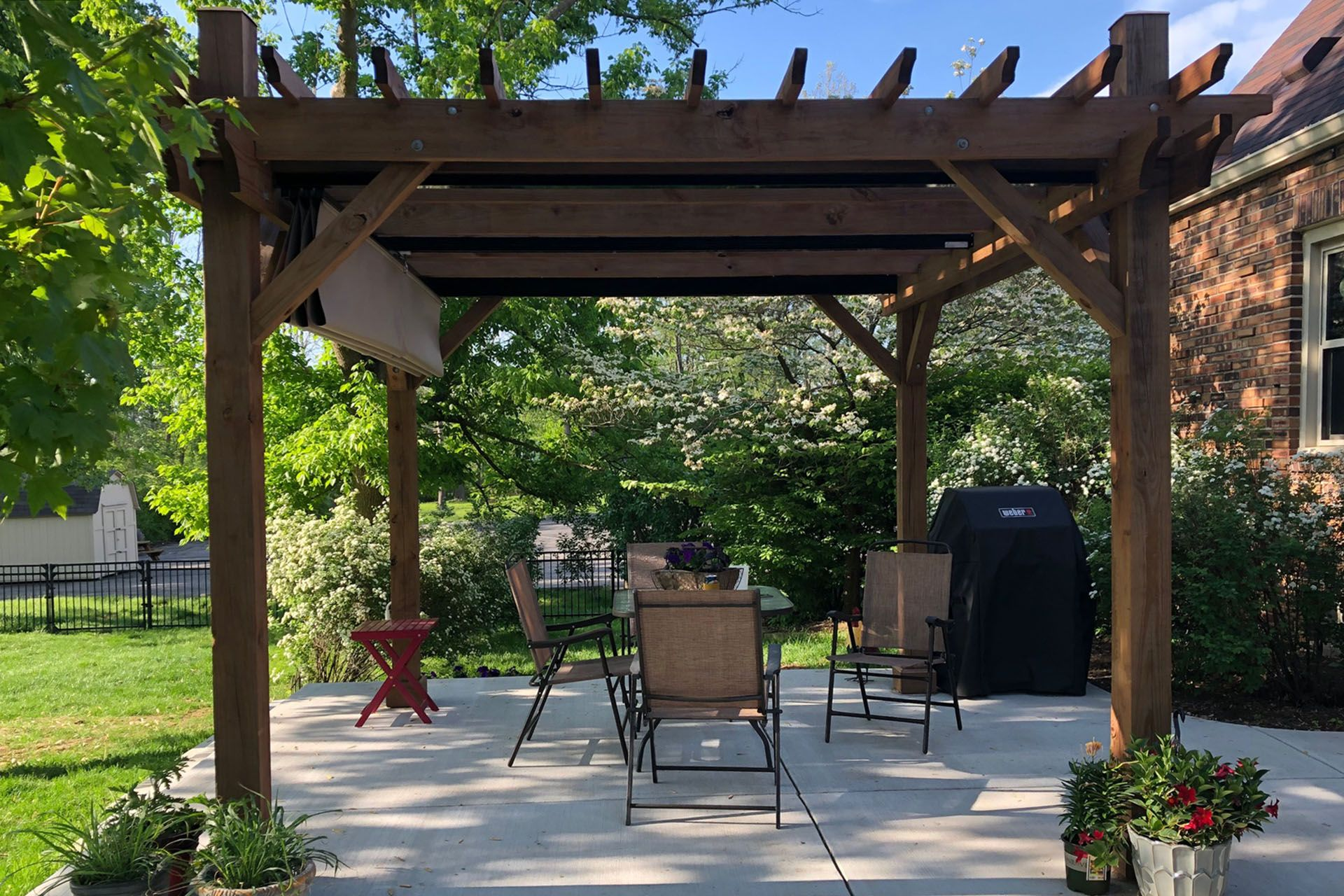 Shadefx S Patented Single Track System Stabilizers And End Caps Are Also Colored Black To Visually Complement The Str Retractable Shade Pergola Pergola Plans