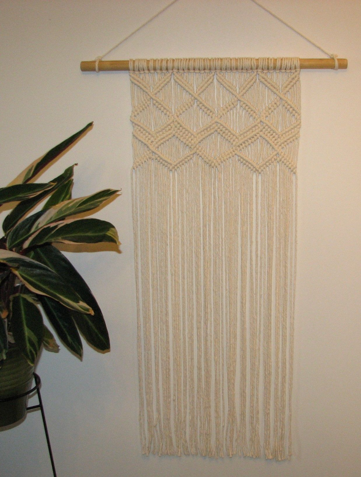 Macrame wallhanging (With images) Wall hanging, Decor