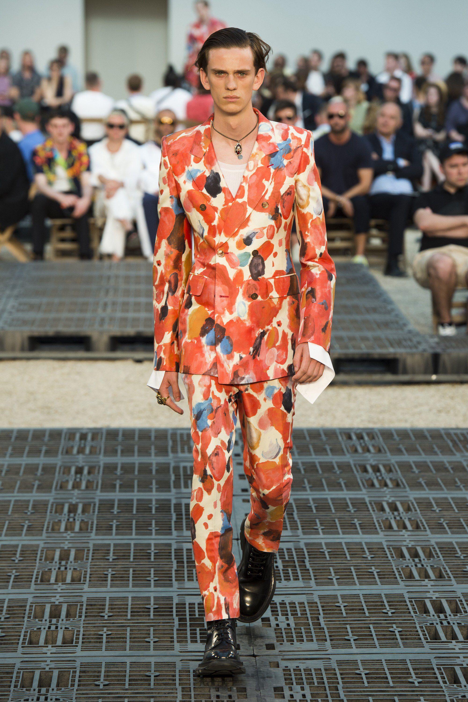 7ecfbdcd59 Alexander McQueen Spring 2019 Menswear Fashion Show Collection  See the  complete Alexander McQueen Spring 2019