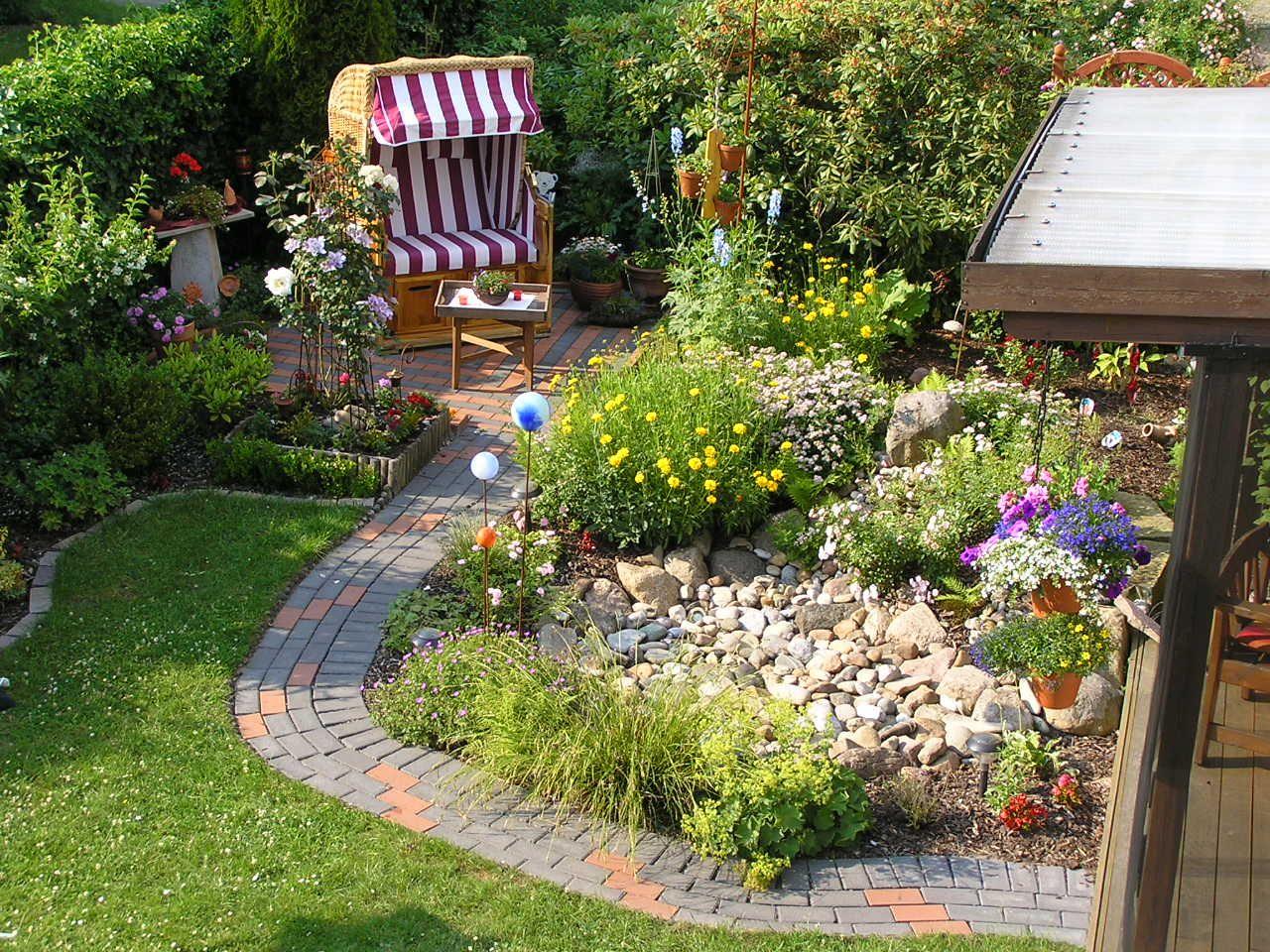 Reihenhausgarten (Townhouse Garden) with patio, big beach