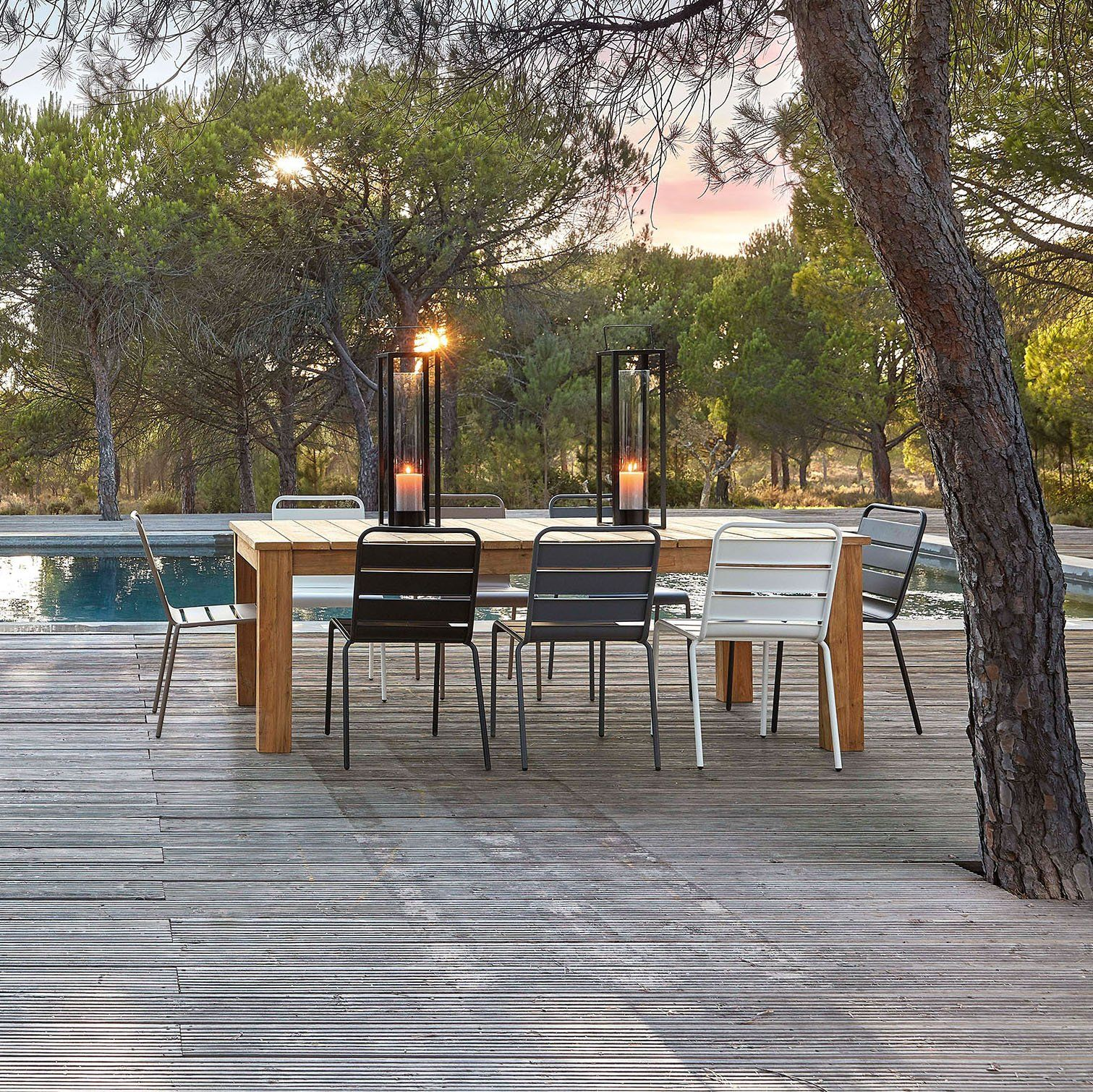 Table De Jardin Design En Teck Avec Chaise En Metal Pour L Exterieur Table De Jardin Table De Jardin Bois Table Jardin Teck