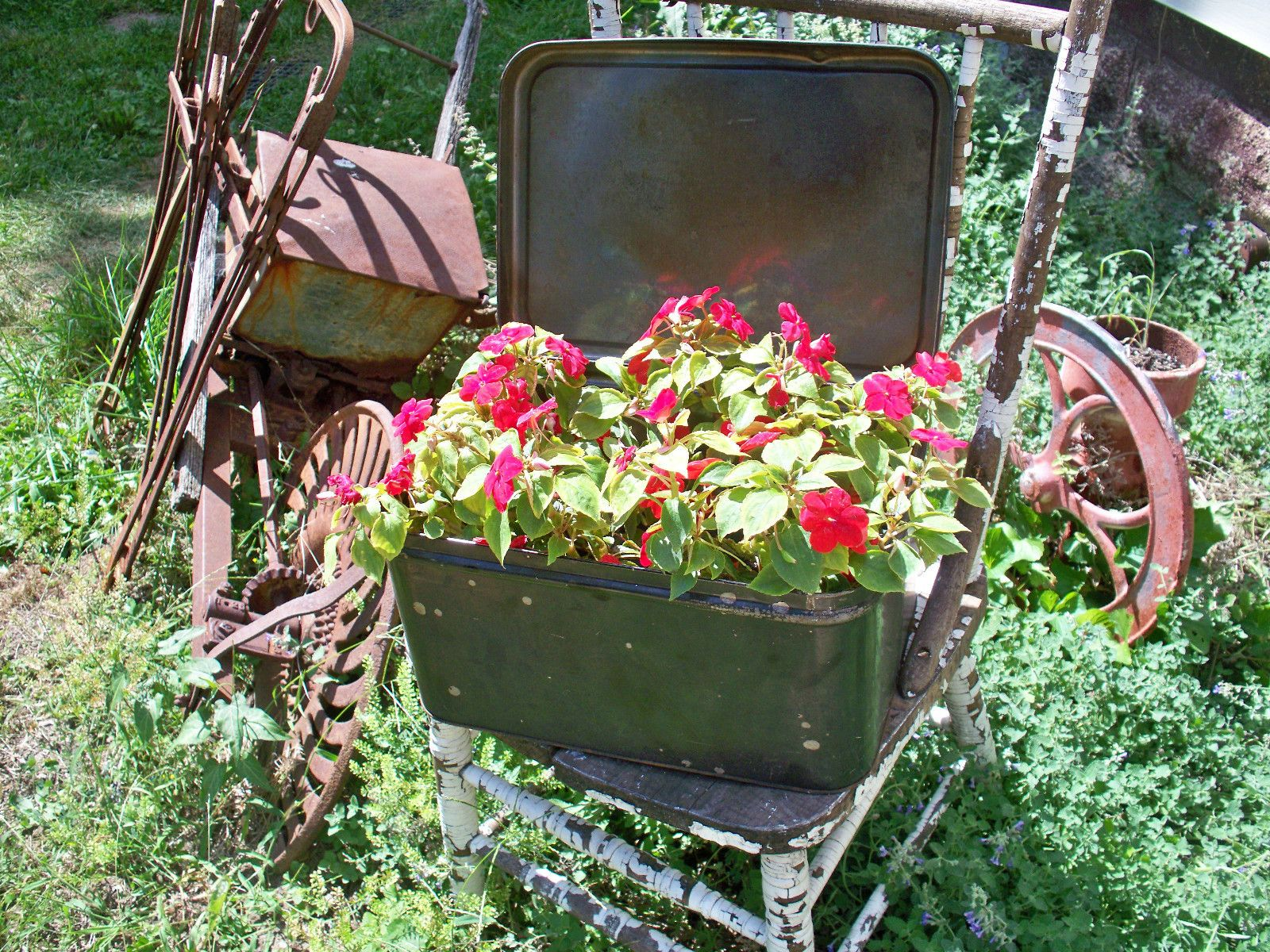 Crusty Rusty Metal Bread Bin Box Basket Primitive Rustic Flower ...