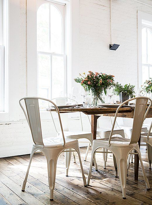 Classic Café Chairs Are Another Restaurant Secret—They Add A Stunning Modern Chic Dining Room Design Decoration