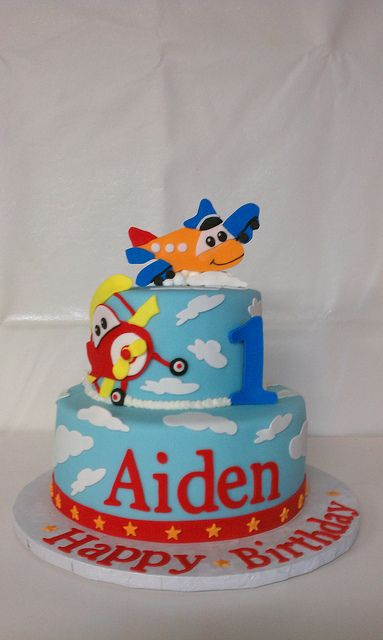 Airplane themed Birthday Cake Airplanes Birthday cakes and Sugaring