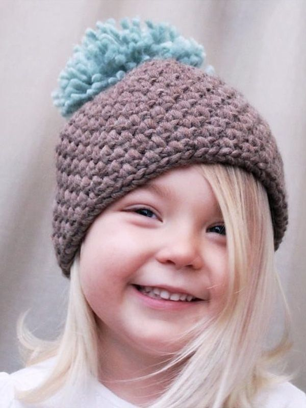 Adorable crochet beanie hat with pom pom - download the pattern at ...