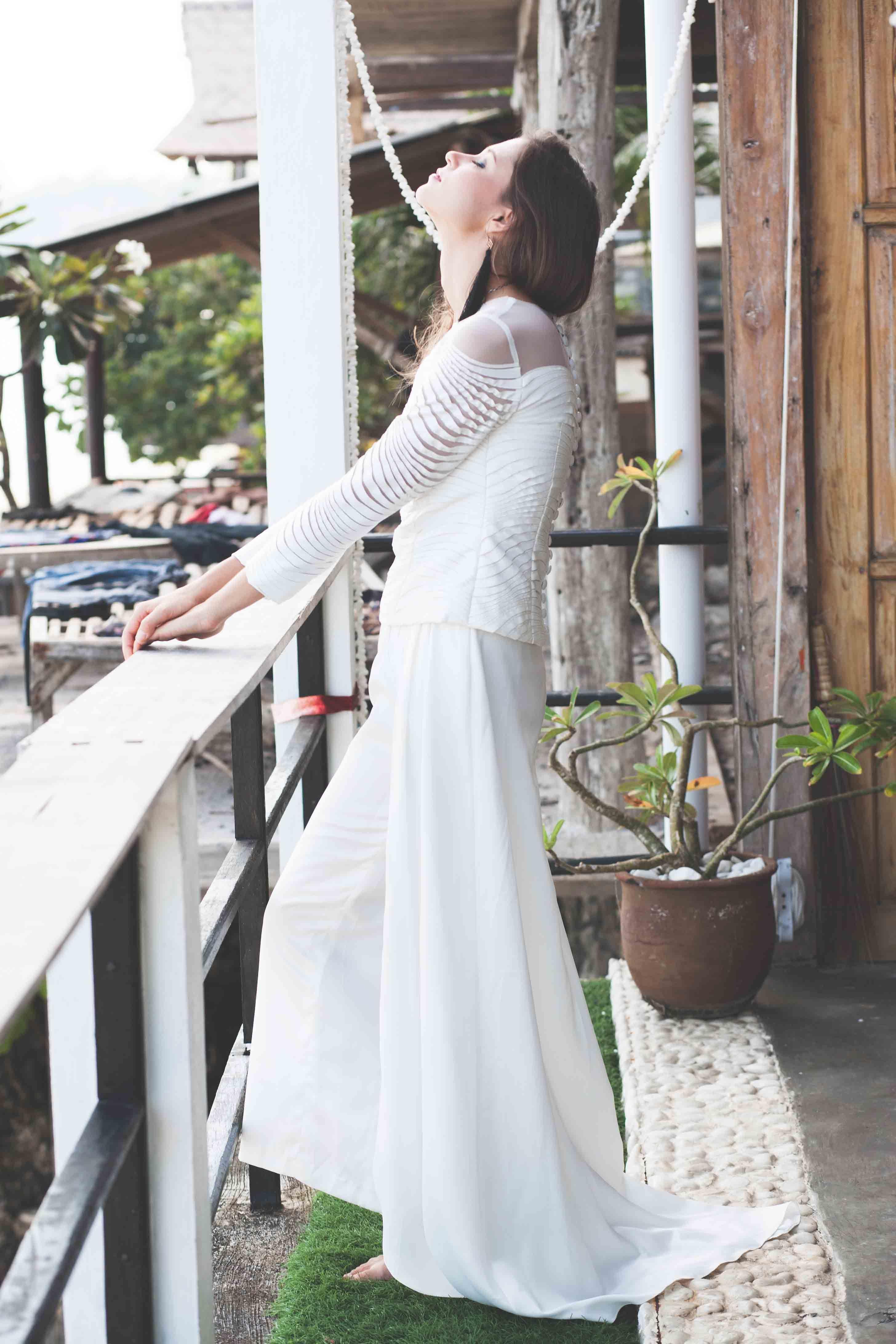 Modern Minimalist And Free Spirited Brides Chic Brides Bride Wedding Dresses [ 4368 x 2912 Pixel ]